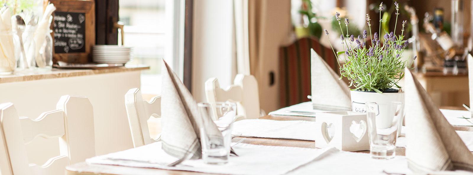 Hotel Restaurant Zum-Kreuzberg Eifel Vulkaneifel Nürburgring Maare